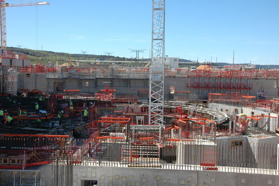 iter project Iter project is nuclear fusion research project read some interesting facts about iter project: iter (international thermonuclear energy reactor) is a joint international research and development project that aims to demonstrate the scientific and technical feasibility of fusion power.